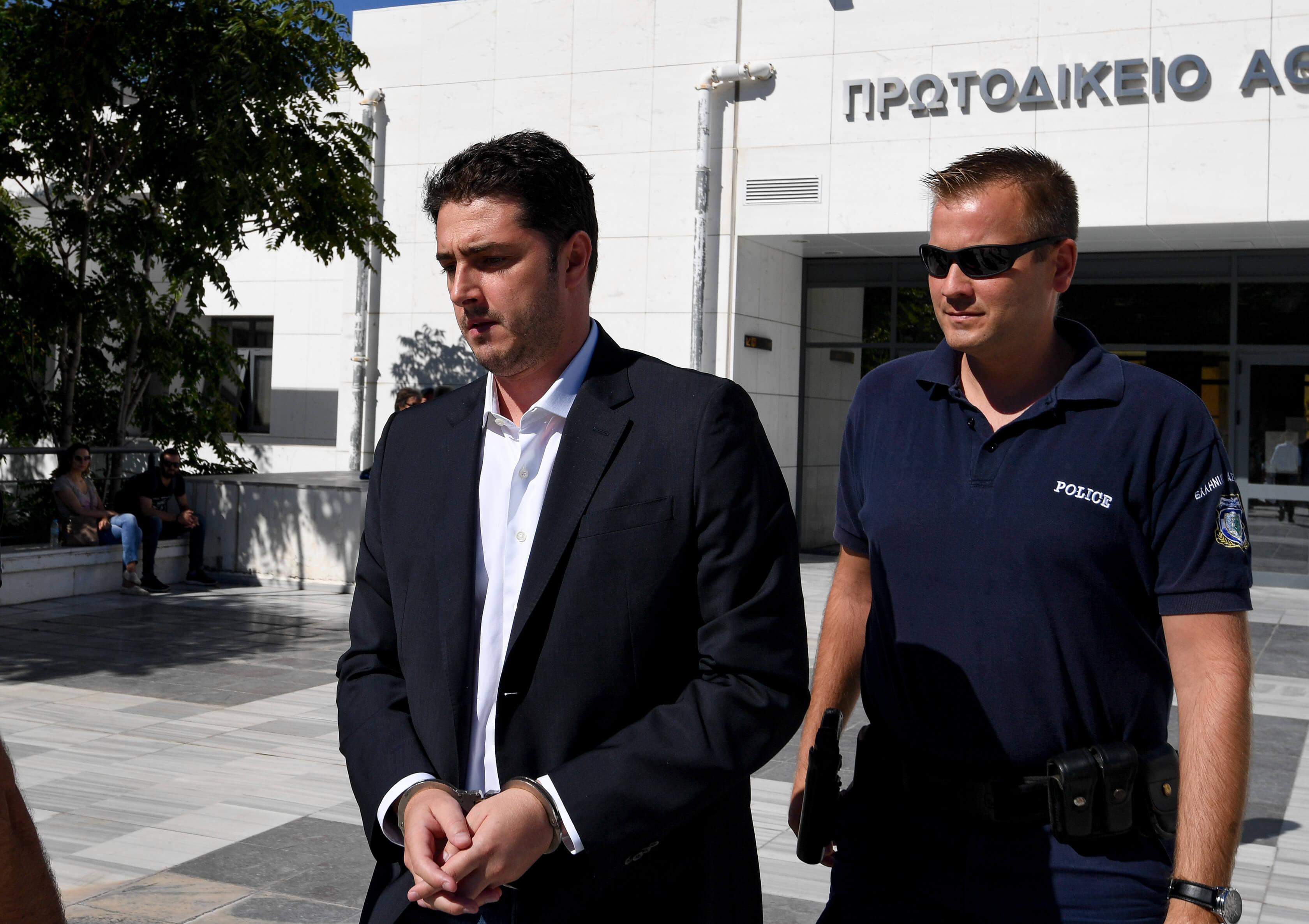 """""""Χαμός"""" στην δίκη για την δολοφονία Ζαφειρόπουλου - Φλώρος: Ο Αντωνόπουλος ελέγχει τους Αλβανούς - Αντωνόπουλος: Ο Φλώρος είναι ο δολοφόνος"""