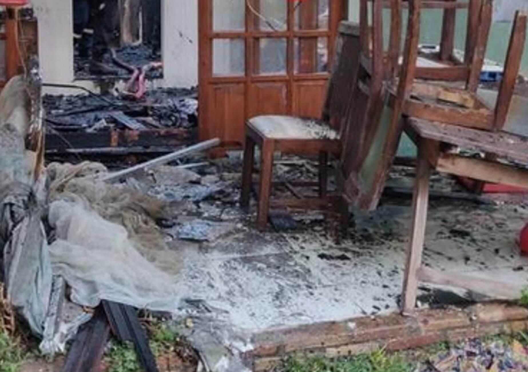 Αχαϊα: Μεγάλη φωτιά έκανε στάχτη το εξοχικό τους – Αυτοψία μετά την κατάσβεση από πυροσβέστες [pics]