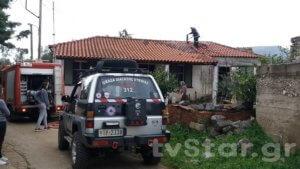 Εύβοια: Έσωσε τον τυφλό άντρα της μέσα στο φλεγόμενο σπίτι τους – Μεγάλη φωτιά από ξυλόσομπα [pics]
