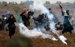 Γάζα: Ένας νεκρός παλαιστίνιος και δεκάδες τραυματίες από τις συμπλοκές με τον Ισραηλινό στρατό