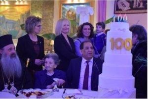 Καλαμπάκα: Αειθαλής γιαγιά έκλεισε τα 100 και έκανε πάρτι! video, pics