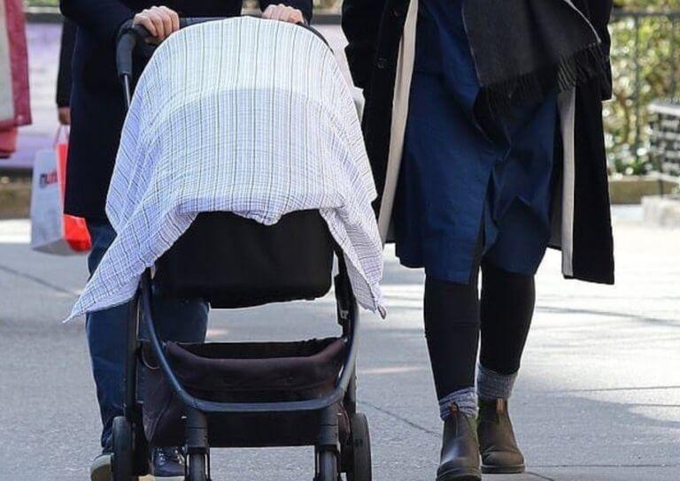 Έφερε στον κόσμο το πρώτο της παιδί και το μάθαμε όταν έκαναν την πρώτη τους βόλτα!