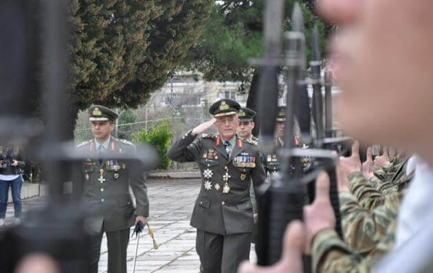 «Αλλαγή φρουράς» στην ιστορική 1η Μεραρχία Πεζικού υπό το βλέμμα του Α/ΓΕΣ Αντιστράτηγου Καμπά [pics] | Newsit.gr