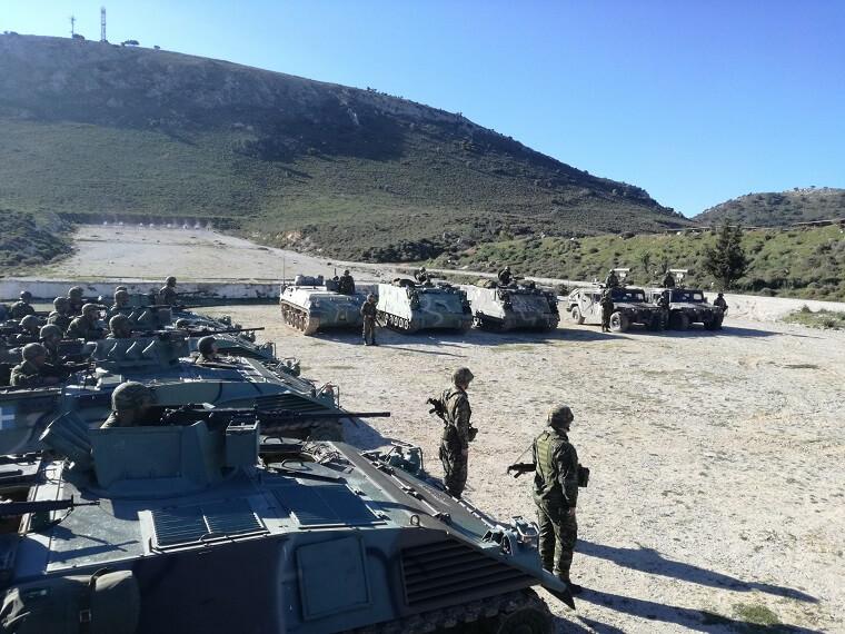 Έστειλαν… μήνυμα! Εντυπωσιακές εικόνες από την άσκηση του στρατού ανήμερα της 25ης Μαρτίου