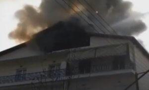 Γρεβενά: Θρίλερ σε φλεγόμενη πολυκατοικία – Έτρεχαν να σωθούν οι ένοικοι από τη φωτιά – video
