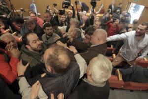 ΓΣΕΕ: Ξύλο στη συνεδρίαση της Ολομέλειας!