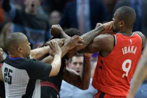 Έπεσαν μπουνιές στο NBA! «Τρελάθηκε» με αντίπαλο ο Ιμπάκα – videos