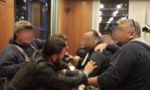 Αγανακτισμένοι γονείς πέταξαν μπάζα στο Δημοτικό Συμβούλιο Αχαρνών [video]