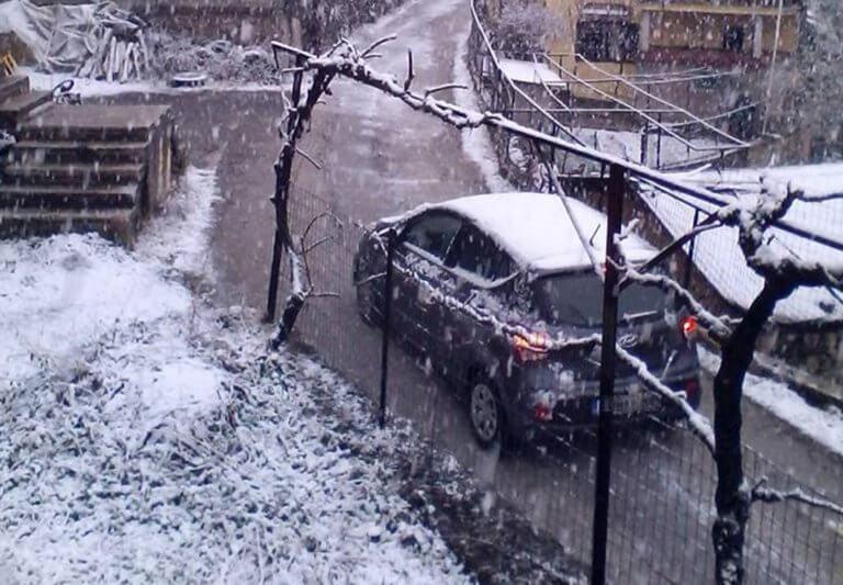 Χιονίζει στα ορεινά των Ιωαννίνων