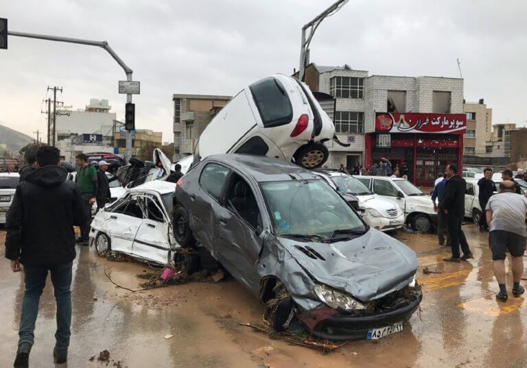 Δεκάδες νεκροί και τραυματίες από τις φονικές πλημμύρες στο Ιράν | Newsit.gr