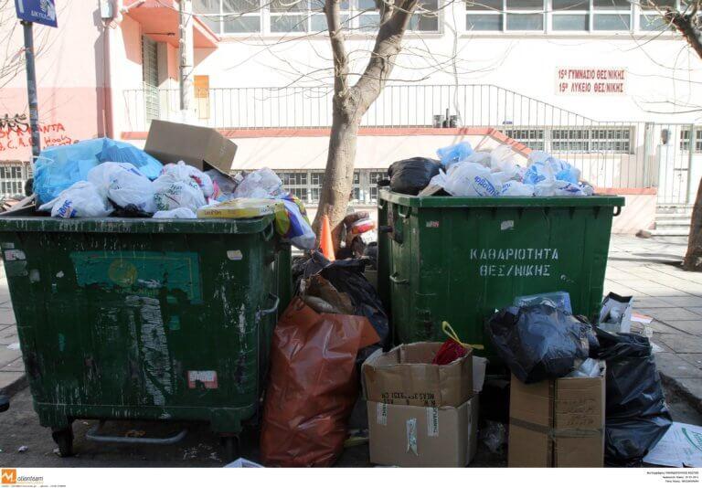 """Θεσσαλονίκη: Κάδοι σκουπιδιών με """"ονοματεπώνυμο"""" – Ξεκίνησε η τοποθέτησή τους!"""