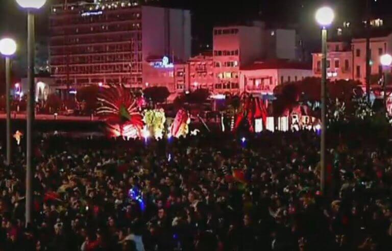 Έκαψαν τον καρνάβαλο στην Πάτρα! Χαμός στην κορύφωση του Πατρινού Καρναβαλιού – Video