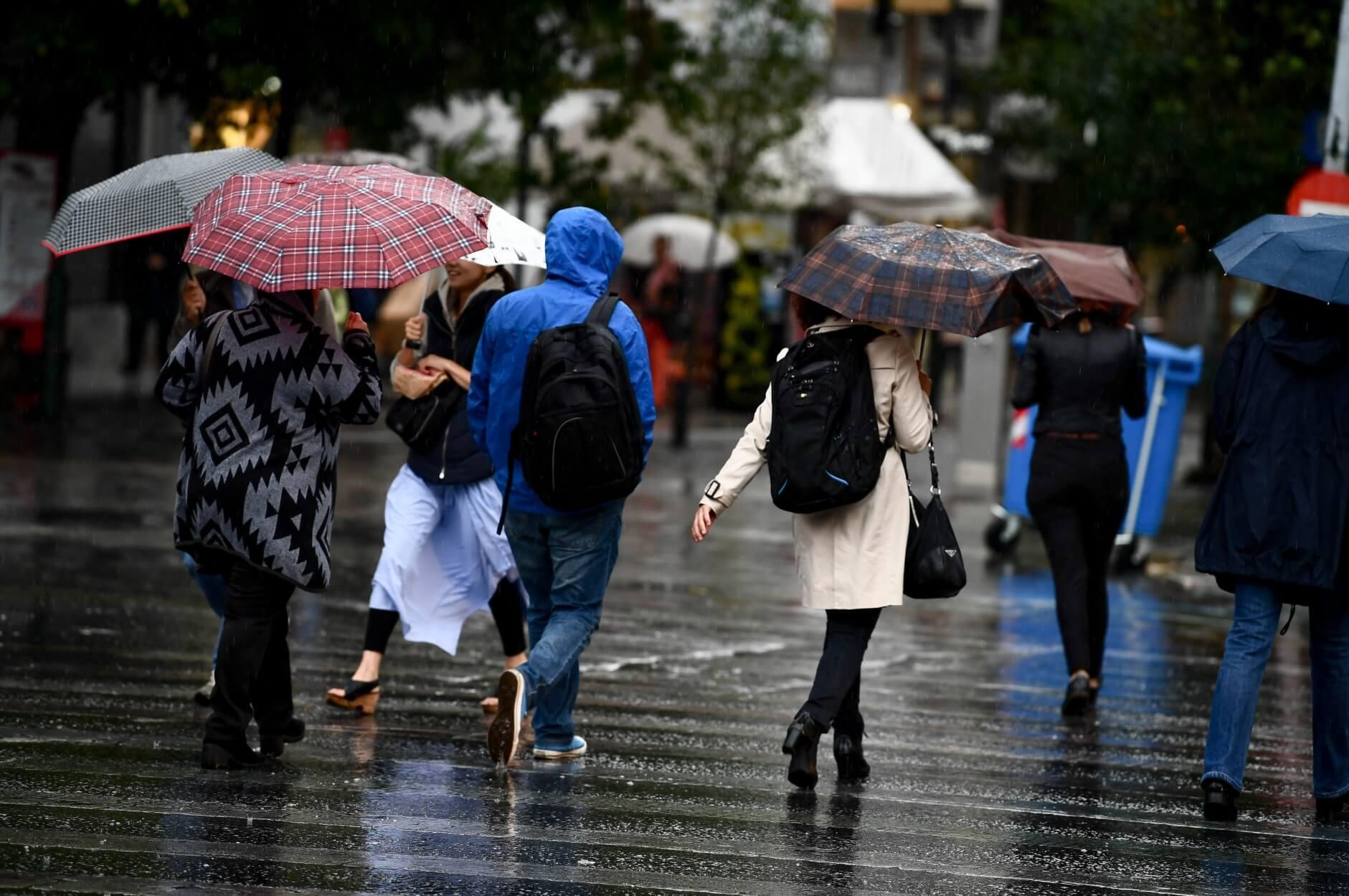Καιρός σήμερα: Κακοκαιρία με βροχές, καταιγίδες και χιόνια – Στα λευκά η Πάρνηθα!