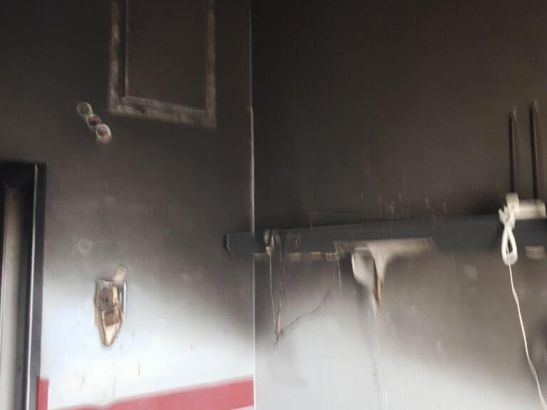Εικόνες σοκ από τον θάλαμο που κάηκε ζωντανός ασθενής στο ΚΑΤ [pics, video] | Newsit.gr