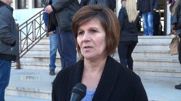 Πρέβεζα: Λιώνει από αγωνία η πολύτεκνη καθαρίστρια που πλαστογράφησε το απολυτήριο δημοτικού – video | Newsit.gr