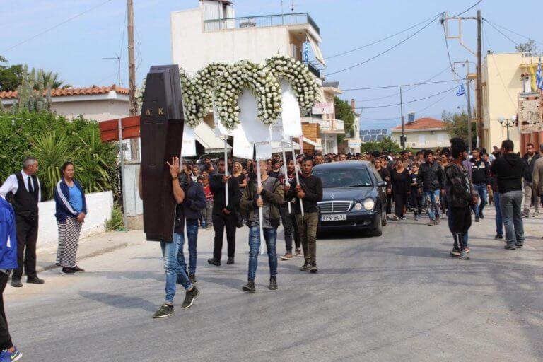 Έγκλημα στην Κόρινθο: Θρήνος και οργή στην κηδεία του 52χρονου – video