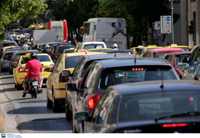 Χάος στην εθνική Αθηνών – Λαμίας από τροχαίο! Μποτιλιάρισμα χιλιομέτρων