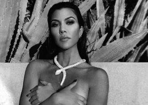 Kourtney Kardashian: Φωτογραφίζεται γυμνή στην μπανιέρα!