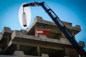 Λαμία: Η καμινάδα έκρυβε καμουφλαρισμένη κεραία κινητής τηλεφωνίας – Οι εικόνες που εξόργισαν τους κατοίκους [pics]