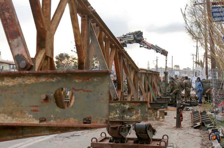 Χανιά: Δόθηκε στην κυκλοφορία η γέφυρα που τοποθέτησαν οι Ένοπλες Δυνάμεις στον Πλατανιά   Newsit.gr
