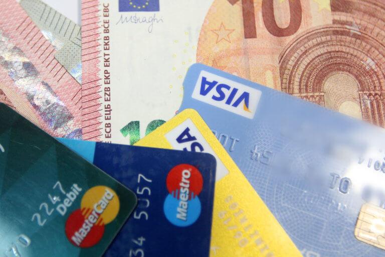 """""""Κατέκτησαν"""" τις συναλλαγές οι χρεωστικές κάρτες!540.000 μόνο το πρώτο εξάμηνο του 2019"""
