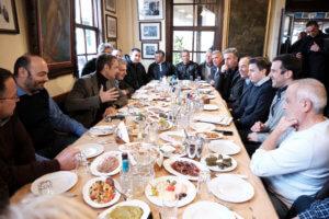 Μητσοτάκης: Η πρόσκληση… ευχή στον Πρόεδρο της ΝΔ από τους παραγωγούς της Λέσβου