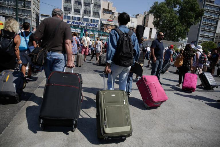 Χαμός στα λιμάνια Πειραιά, Ραφήνας και Λαυρίου! Πόσοι έφυγαν για Καθαρά Δευτέρα | Newsit.gr