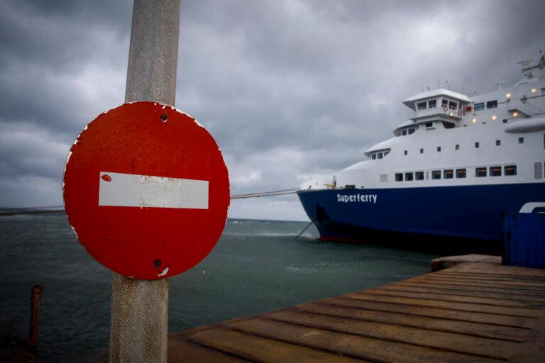 Καιρός: Παραμένουν «δεμένα» τα πλοία στα λιμάνια