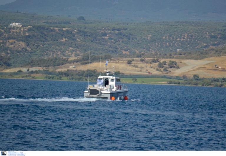 Άνδρος: Ρήγμα στην πλώρη έχει το δεξαμενόπλοιο – Έχουν τοποθετηθεί αντιρρυπαντικά φράγματα