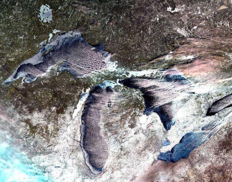 Ο σκληρός χειμώνας πάγωσε τις Μεγάλες Λίμνες – Εντυπωσιακές εικόνες