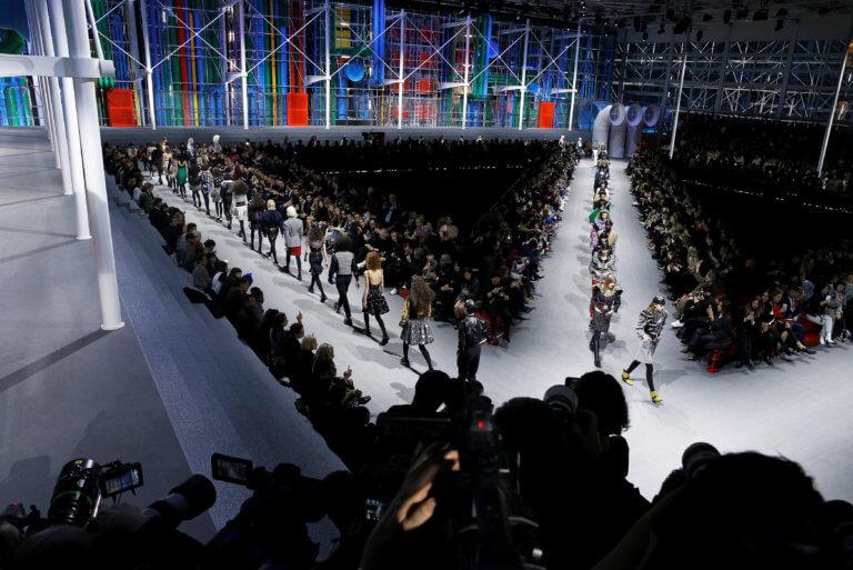 Ο οίκος Louis Vuitton παρουσίασε το ντεφιλέ του σε δύο… μουσεία! (pics)