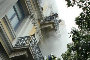 Η γυναίκα στο μπαλκόνι της Marfin ξεσπά για τις μολότοφ και τον Κυρίτση