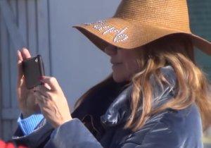 Μύκονος: Έτσι κέντρισε τα βλέμματα η Μαριάννα Λάτση – Οι φωτογραφίες και τα χαμόγελα – video