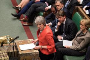 Brexit: «Τελειώνει» η Μέι ή θα κάνει την ανατροπή;