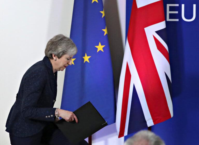 Brexit: Η Μέι έτοιμη να εξετάσει το ενδεχόμενο μιας τελωνειακής ένωσης με την Ε.Ε