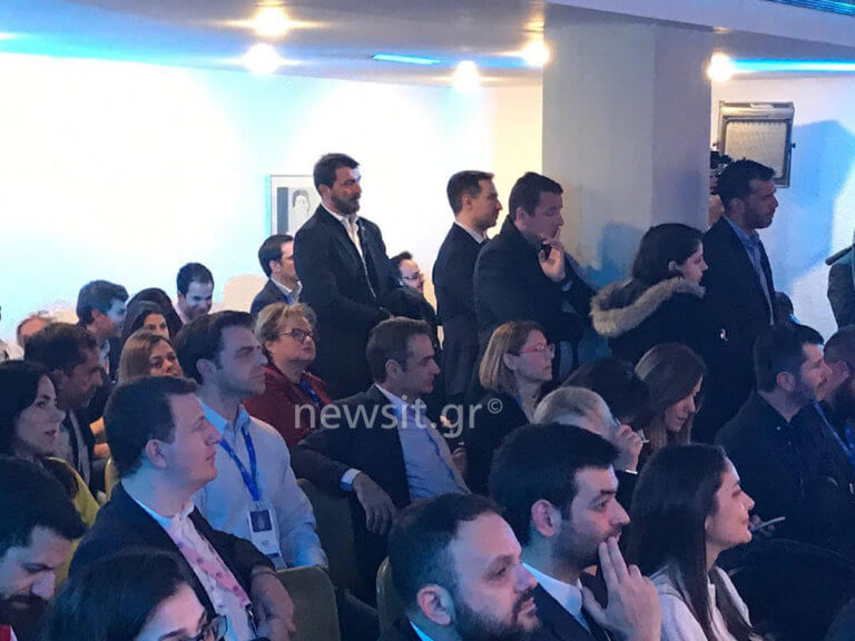 Στο Φόρουμ των Δελφών υπό το βλέμμα του Κυριάκου η Μαρέβα [pics] | Newsit.gr
