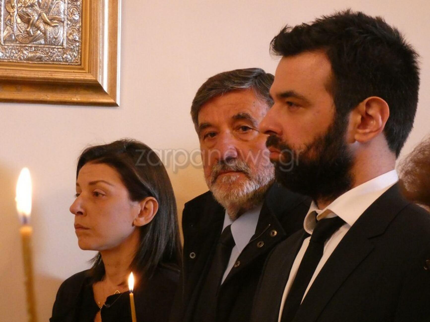 Χανιά: Συντετριμμένος ο Μανούσος Γρυλλάκης στο μνημόσυνο της γυναίκας του – Παρούσες Ντόρα και Μαρέβα [pics]