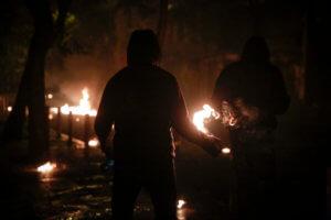 Επίθεση με μολότοφ σε αστυνομικούς έξω από το Υπουργείο Πολιτισμού