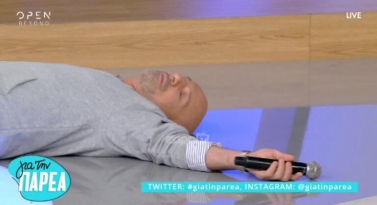 Σωριάστηκε στο πάτωμα ο Μουτσινάς! Πήραν τον σφυγμό του! | Newsit.gr
