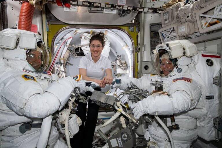 Ακυρώθηκε από τη NASA ο πρώτος αποκλειστικά γυναικείος «περίπατος» στο διάστημα