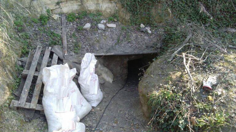 Έσκαψαν τούνελ κάτω από μοναστήρι στις Σέρρες για να βρουν αρχαία! [pics]