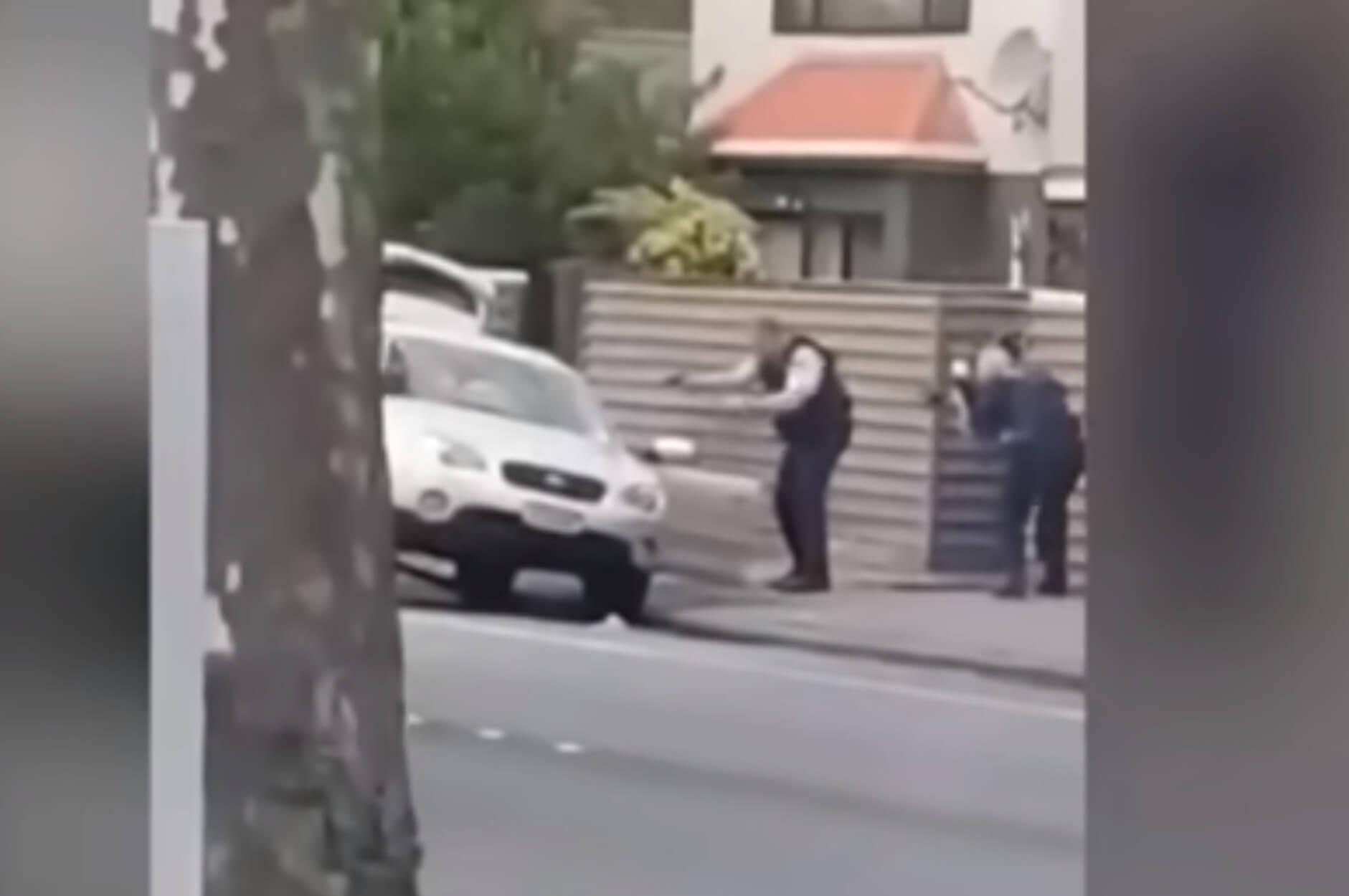 """Νέα Ζηλανδία: Η στιγμή της σύλληψης του 28χρονου μακελάρη που """"θέρισε"""" 49 ανθρώπους – video"""