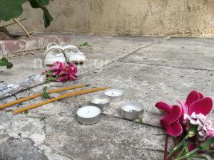 Νέος Κόσμος: Ένα ζευγάρι λευκά παιδικά παπούτσια και λίγα λουλούδια για τη μικρή Έφη