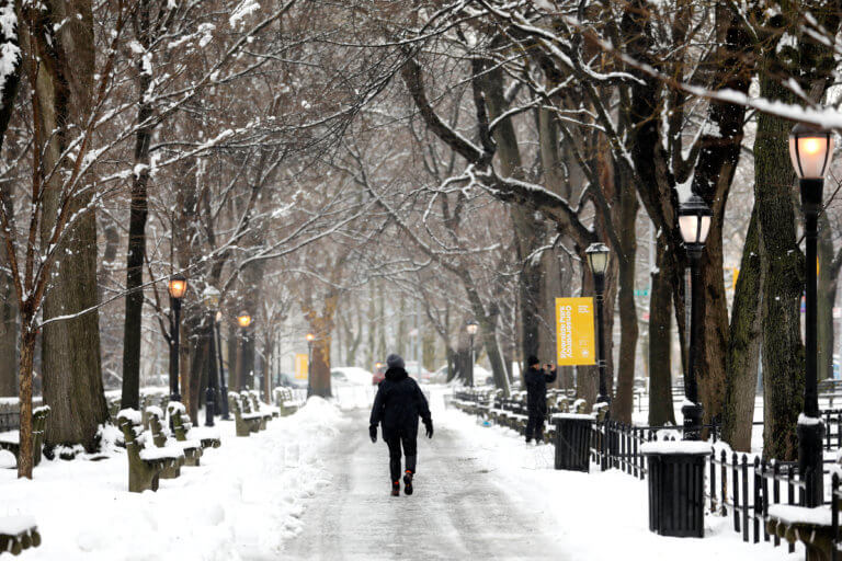 Αντιμέτωπη με τη σφοδρότερη φετινή χιονοθύελλα η Νέα Υόρκη – video