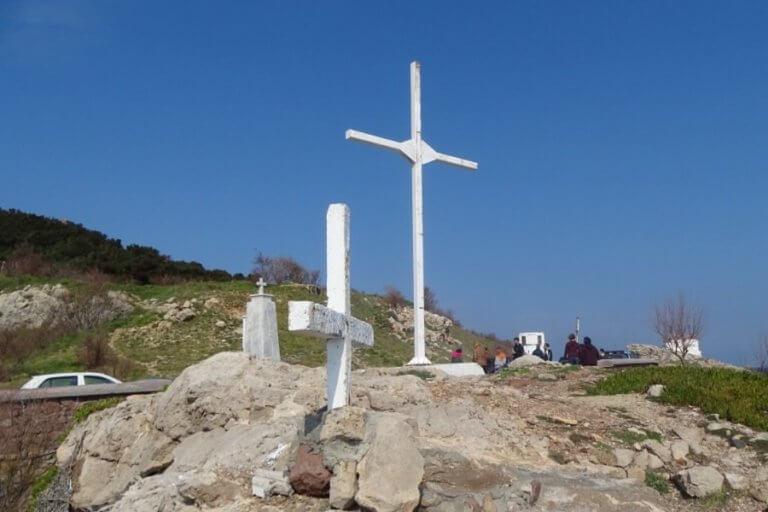 Λέσβος: Ελεύθεροι οι 36 για τον σταυρό στου Απελή – Θα οριστεί δικάσιμος | Newsit.gr