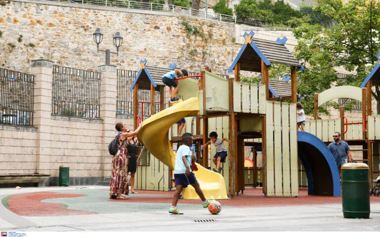 Ώρα για… παιχνίδι! Έτοιμες άλλες 16 σύγχρονες παιδικές χαρές στον Δήμο Αθηναίων
