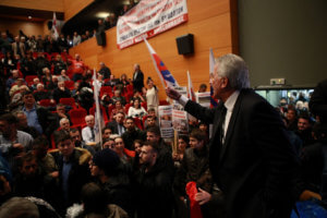«Πόλεμος» για το ντου του ΠΑΜΕ στην εκδήλωση της ΓΣΕΕ