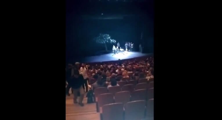 Ο ΣΥΡΙΖΑ για τη διακοπή παράστασης από ακροδεξιούς: Τους απαξίωσαν οι θεατές | Newsit.gr