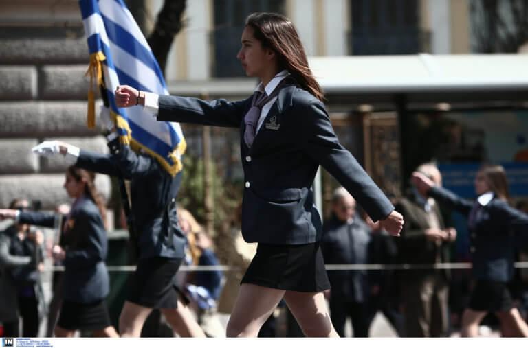 """Δεν ακούστηκε το """"Μακεδονία ξακουστή"""" στη μαθητική παρέλαση στο Σύνταγμα – Τι απαντά ο Γαβρόγλου – video"""