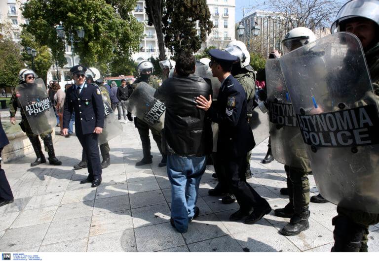 25η Μαρτίου – παρέλαση: Επέστρεψαν τα κάγκελα – Που φοβούνται επεισόδια
